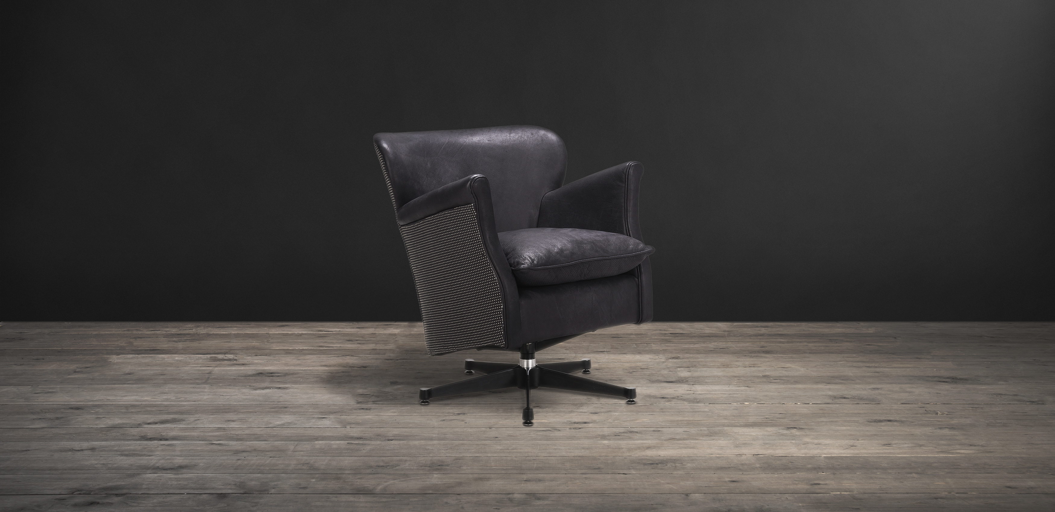 Timothy Oulton armchair in black leather - Punk Professor